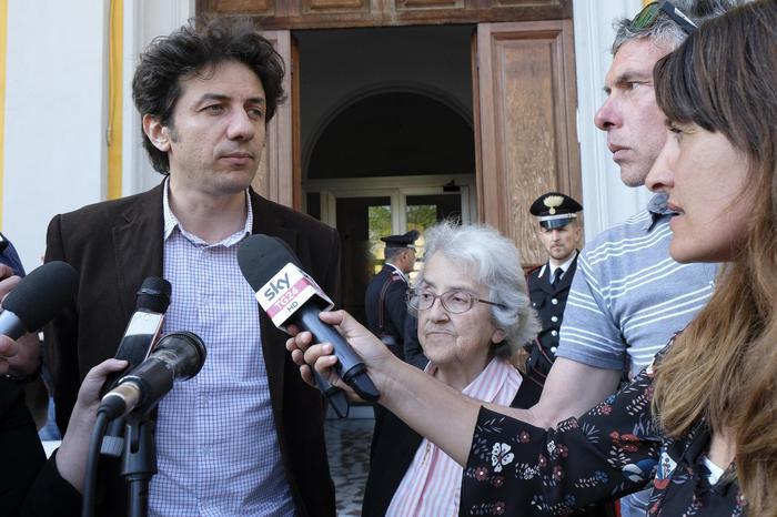 """Dj Fabo, la procura di Milano: """"Cappato lo aiutò a morire, va processato"""""""