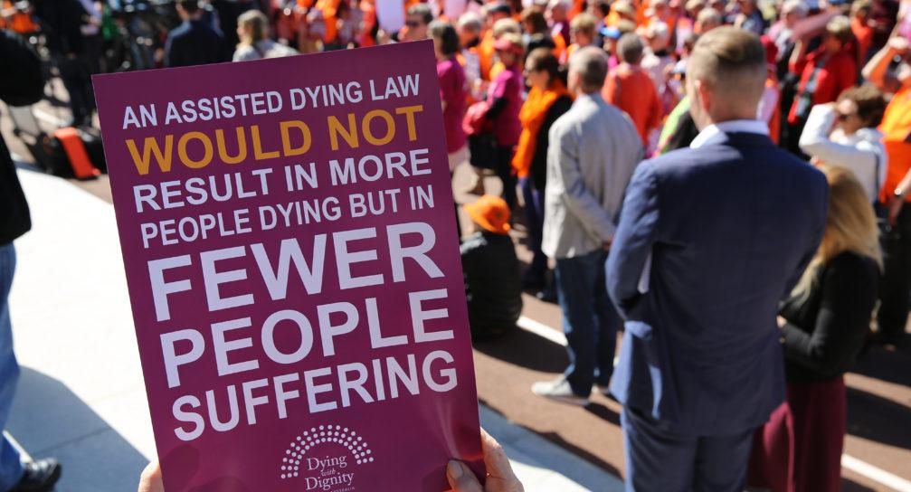 Basta opporsi al suicidio assistito! Lo pensa la maggioranza dei medici britannici