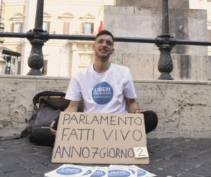 È partito il presidio nonviolento quotidiano per l'Eutanasia Legale sotto il Parlamento